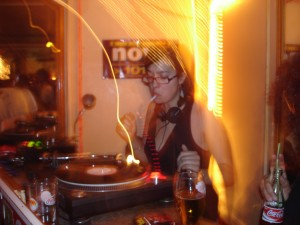 Dj Mys35 en actionLe 9 Billards (Paris) 30 septembre 2006 Wegogirlz Party